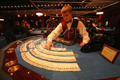 Смотреть онлайн джеймс бонд казино рояль 1967