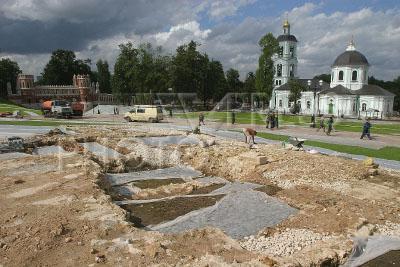 Раскопки возле екатерининского дворца