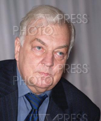 859519 / Михаил Державин. Актер Михаил Державин на пресс-конференции.