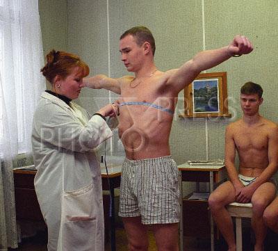 Медкомиссия в военкомате видео голые
