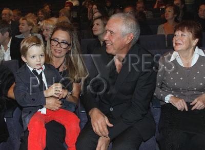 Ольга дроздова с сыном елисеем слева