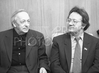 3397050 / Разгон и Адамович. Писатели Лев Разгон и Алесь Адамович (справа).