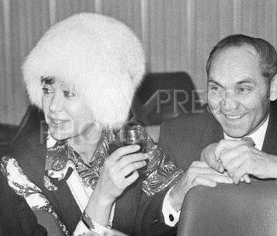 3959693 / Пьеха и Мосолов. Певица Эдита Пьеха и Герой Советского Союза Георгий Мосолов.