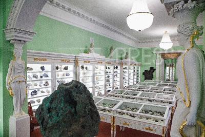 4165726 / Горный музей. Санкт-Петербургский Горный университет. Горный музей после реконструкции. На снимке: коллекция минералов.