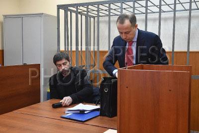 4169394 / Валерий Николаев. На снимке: актер Валерий Николаев (слева) с адвокатом.