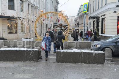 4173136 / Бетонные ограждения. Бетонные ограждения в местах массового скопления людей в центре Москвы.