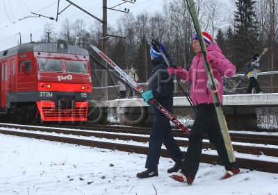 4173469 / `Лыжная стрела`. Специальные пригородные поезда `Лыжные стрелы` начали курсировать из Санкт-Петербурга.