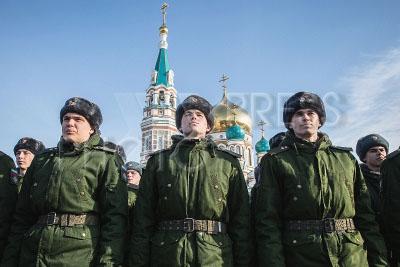 4190727 / Военнослужащие. День защитника Отечества. Торжественное построение войск Омского гарнизона. На снимке: военнослужащие.