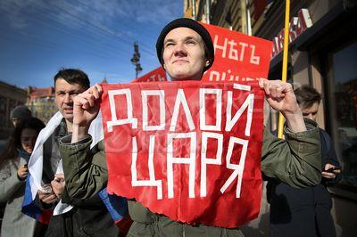 4194030 / 100-летие Февральской революции. Процессия молодежного движения `Весна` в честь столетия Февральской революции.