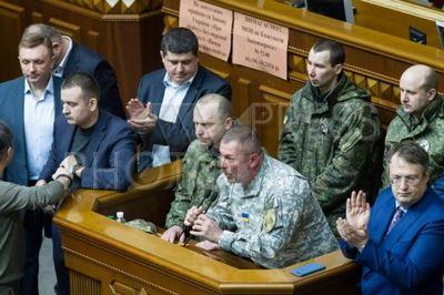 4195712 / Силовики в Раде. Заседание Верховной Рады. Силовики заблокировали трибуну и объявили заседание объявили закрытым.