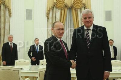 4196495 / Путин и Зеехофер. На снимке: президент России Владимир Путин и премьер-министр Баварии Хорст Зеехофер (справа).