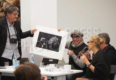4197158 / Верещагин, Сукачев и Свиблова. На снимке (слева направо): фотограф Игорь Верещагин, музыкант Гарик Сукачев и директор ММАМ (Московский дом фотографии) Ольга Свиблова.
