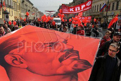 4210387 / Первомай. День международной солидарности трудящихся. Первомайское шествие. Колонна КПРФ.