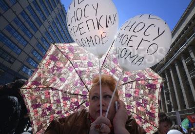 4214082 / Митинг против реновации. Митинг против сноса пятиэтажек и закона о реновации в Москве. На снимке: участница акции.