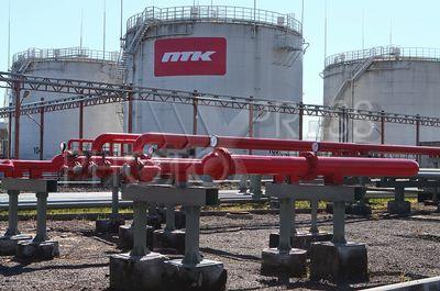 4214200 / Нефтебаза `Ручьи`. Петербургская топливная компания (ПТК). Нефтебаза `Ручьи`. На снимке: резервуары для хранения топлива.