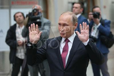 4226807 / Владимир Путин. `Прямая линия с Владимиром Путиным`. На снимке: президент России Владимир Путин отвечает на вопросы журналистов после окончания прямого эфира.