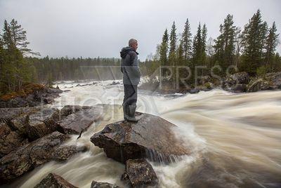 4229710 / Водопад `Киваккакоски`. Национальный парк `Паанаярви`. Самый мощный водопад Карелии - водопад `Киваккакоски` на реке Оланга. Верхняя ступень водопада.