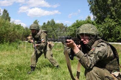 4230433 / Курс молодого бойца. Центральный военный округ. Курс молодого бойца у мотострелков. Завершающий этап индивидуальной стрелковой подготовки на полигоне.