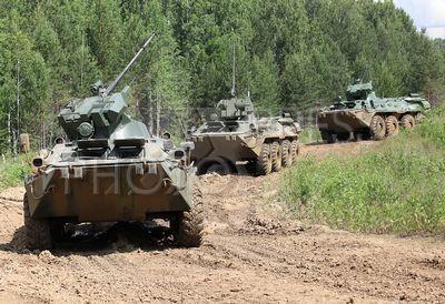 4233667 / Учения мотострелков. Центральный военный округ. Мотострелковый батальон на полигоне проводит учебные стрельбы из полученных на вооружение новых БТР-82.