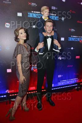 4249346 / Арзамасова и Назимов. Премьера фильма `Напарник`. На снимке: актеры Елизавета Арзамасова и Андрей Назимов с сыном.