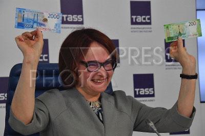4257843 / Эльвира Набиуллина. Презентация новых банкнот Банка России номиналом 200 и 2000 рублей. Председатель Центрального банка РФ Эльвира Набиуллина.