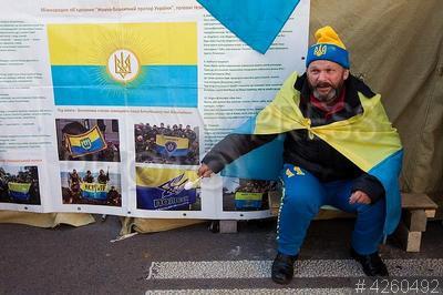 4260492 / Палатки у Верховной Рады. Митинг за отмену депутатской неприкосновенности и создание Антикоррупционного суда. Протестующие установили палатки у здания Верховной Рады Украины.