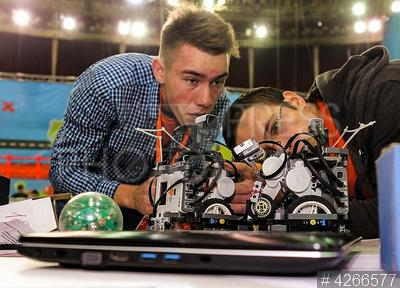 4266577 / Фестиваль `РобоФинист 2017`. Международный фестиваль робототехники `РобоФинист 2017`. Дети и роботы.