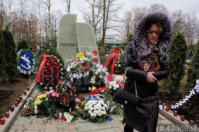 4266837 / Памятник жертвам теракта над Синаем. Серафимовское кладбище. Открытие памятника погибшим в авиакатастрофе самолета А321 `Когалымавиа` над Синайским полуостровом 31 октября 2015 года.