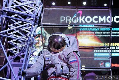 4268334 / Выставка `PROКОСМОС`. Выставка `PROКОСМОС`, приуроченная к 60-летию запуска первого искусственного спутника Земли. Скафандр `Орлан-ДМА` для выхода в открытый космос.
