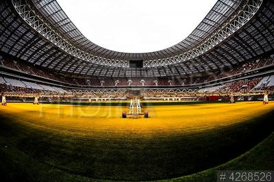 4268526 / Стадион `Лужники`. Большая спортивная арена `Лужники` после реконструкции. Искусственное освещение, стимулирующее рост травы на газоне.