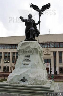 4274656 / Владимир Мединский. Открытие памятника великому князю Московскому Ивану III перед зданием правительства Калужской области.