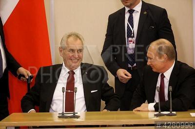4280996 / Земан и Путин. Президент Чехии Милош Земан (слева) и президент РФ Владимир Путин на встрече.