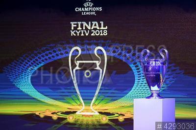 4293036 / Презентация Лиги чемпионов УЕФА. Презентация кубка и логотипа финала Лиги чемпионов УЕФА 2018 в Киеве.