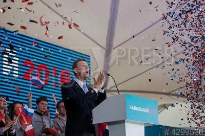 4299596 / Алексей Навальный. Встреча политика Алексея Навального с инициативной группой по выдвижению его в кандидаты на пост президента РФ. Глава Фонда борьбы с коррупцией (ФБК), оппозиционер Алексей Навальный.