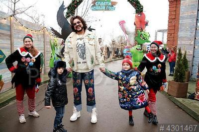 4301467 / Филипп Киркоров. Мировая премьера лицензионного новогоднего шоу `Angry Birds: спасти Новый год`. Певец Филипп Киркоров, его дети Мартин и Алла-Виктория.