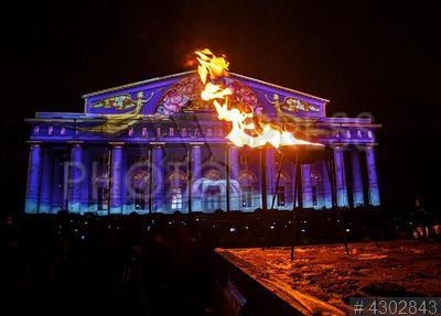 4302843 / Фестиваль огня. Фестиваль огня `Рождественская звезда` на здании Биржи на Стрелке Васильевского острова.