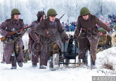 4305723 / Военно-историческая реконструкция. Военно-историческая реконструкция, посвященная 74-й годовщине освобождения Красного Села в ходе операции по полному снятию блокады Ленинграда в январе 1944 года.