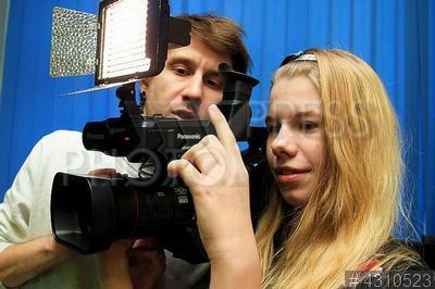 4310523 / Школьная телестудия. ГБОУ `Романовская школа`. Школьная телевизионная студия. Школьники на занятиях.