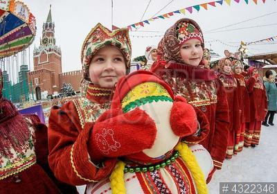 4322346 / Ансамбль `Усладики`. Масленичные гуляния. Выступает детский ансамбль `Усладики`.