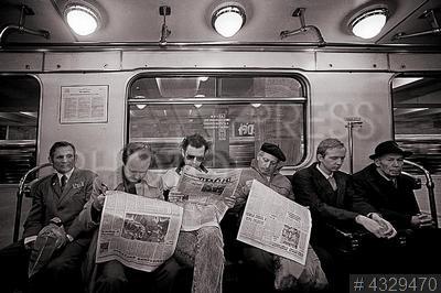 4329470 / Пассажиры метро. Московский метрополитен. Пассажиры в вагоне метро.