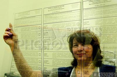 4330291 / Печать избирательных бюллетеней. Подготовка к президентским выборам. Печать избирательных бюллетеней для голосования на выборах президента России 18 марта 2018 года.