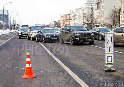4332706 / ДТП. Ленинградский проспект. Дорожно-транспортное происшествие. Автомобильное движение ограничено.