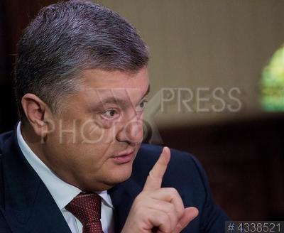 4338521 / Петр Порошенко. Президент Украины Петр Порошенко на интервью украинским телеканалам.