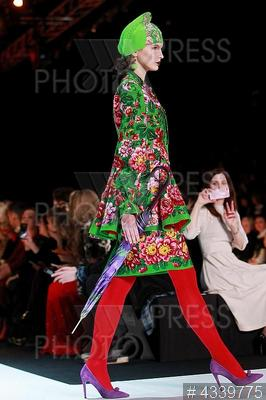 4339775 / Коллекция SLAVA ZAITSEV. Fashion Week Russia`. Показ коллекции SLAVA ZAITSEV.