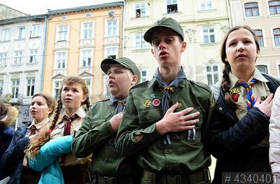 4340401 / Флешмоб в честь гимна Украины. Флешмоб в честь 153-летия со дня первого публичного исполнения государственного гимна Украины.
