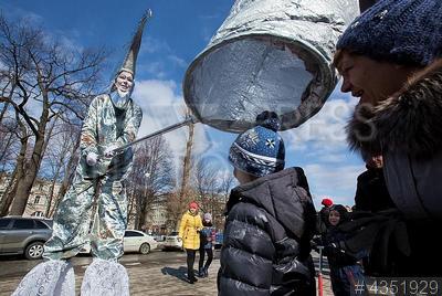 4351929 / `Смешной фестиваль`. День смеха. XV Международный `Смешной фестиваль`, организованный Санкт-Петербургским государственным `Клоун-мим-театром `МимИГРАнты`.