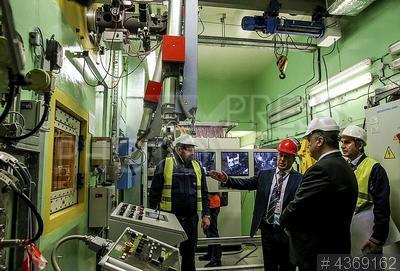 4369162 / Петр Порошенко. Чернобыльская АЭС. Президент Петр Порошенко (справа) в новом хранилище отработанного ядерного топлива.