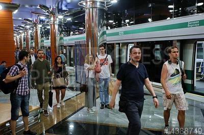 4388749 / Пассажиры метро. Открытие новой станции метро `Беговая`. Пассажиры на платформе станции.