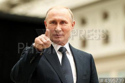 4395739 / Владимир Путин. программа `Прямая линия с Владимиром Путиным`. Президент России Владимир Путин после программы.
