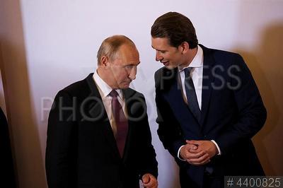 4400825 / Путин и Курц. визит президента РФ в Австрию. Президент России Владимир Путин и Федеральный канцлер Австрии Себастьян Курц (справа).